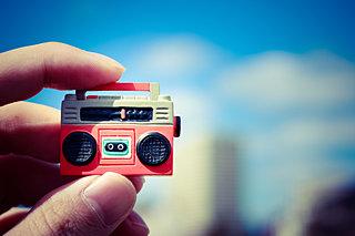 ラジオ人気、スマホアプリで再び!? 本日、放送記念日!