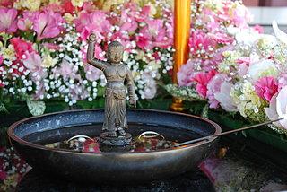 その日、天界からソーマの慈雨が降り注ぎ…4月8日は「花祭り」