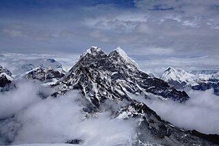 世界最高峰の山に挑んだ驚異の人々。5月29日は「エベレスト登頂記念日」です