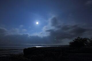 十三夜にブルームーン!今だけの、美しい秋の月を楽しみましょう