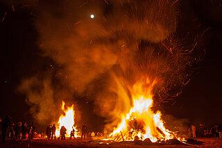 不死鳥は炎とともに空高く・小正月行事「どんど焼き」の深層とは《後編》