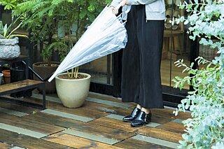雨の日の靴選びで失敗しないためのポイントを解説