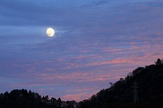 一列に並んだ木星・土星・金星と月の華やかな競演が見頃!10月18日は「十三夜」のお月見です