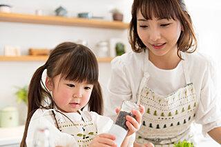 親子クッキングでおうち時間をもっと楽しく♪子供と一緒に作れる!包丁と火を使わないレシピ3選
