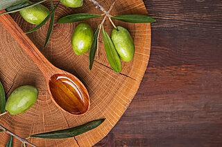 「新物」の季節!いちばんフレッシュなオリーブオイルを味わおう